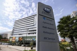 Fin de la independencia de la TV pública: gobierno unifica TV Brasil con una televisora gubernamental